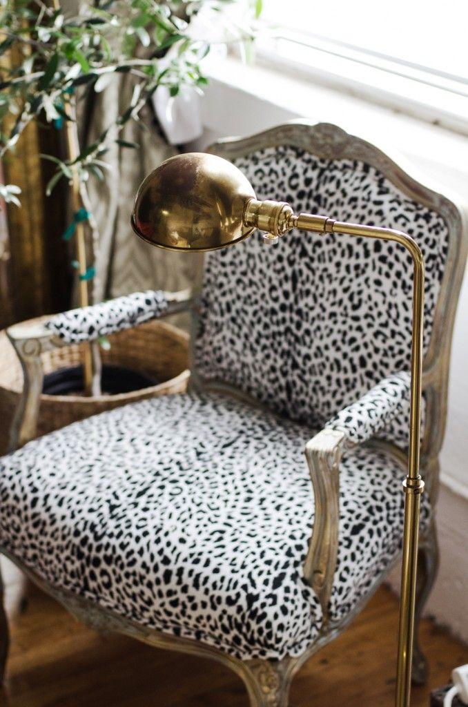 Retapiza tus butacas y sillones con los mejores tejidos y cambia el estilo de tus estancias para la nueva temporada.