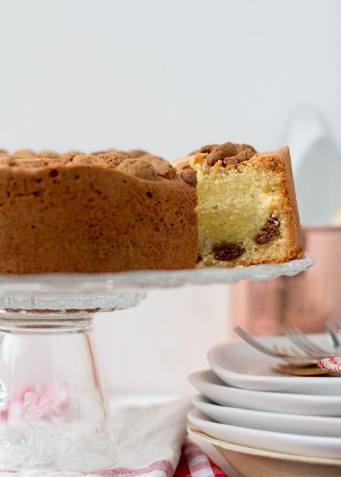 Yes, eindelijk kan ik deze cake ongegeneerd met jullie delen, want Sinterklaas is weer in het land. Deze cake is echt geweldig. Vorig jaar maakte ik gevulde speculaas en ik vroeg mij af of je ook gevulde cake kunt maken. Ja hoor, dat kan. Hmmm. Zoals je al een beetje kan zien, ziet de cake...Lees Meer »