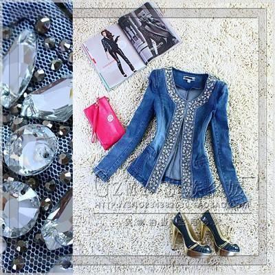 Женская джинсовая куртка со стразами