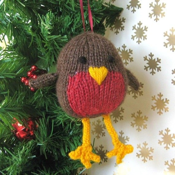 Knitted Robin Pattern For Christmas : 1000+ images about Knitted Birds on Pinterest Easter peeps, Nests and Toys
