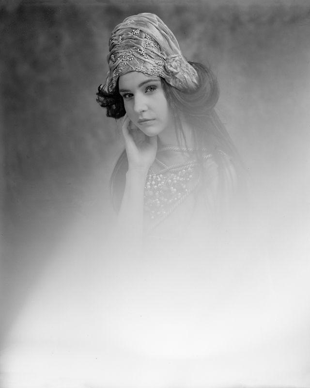 model: Sandra (Eastern Models) designer: Magdalena Wilk-Dryło muah: Viola Mietlicka large format