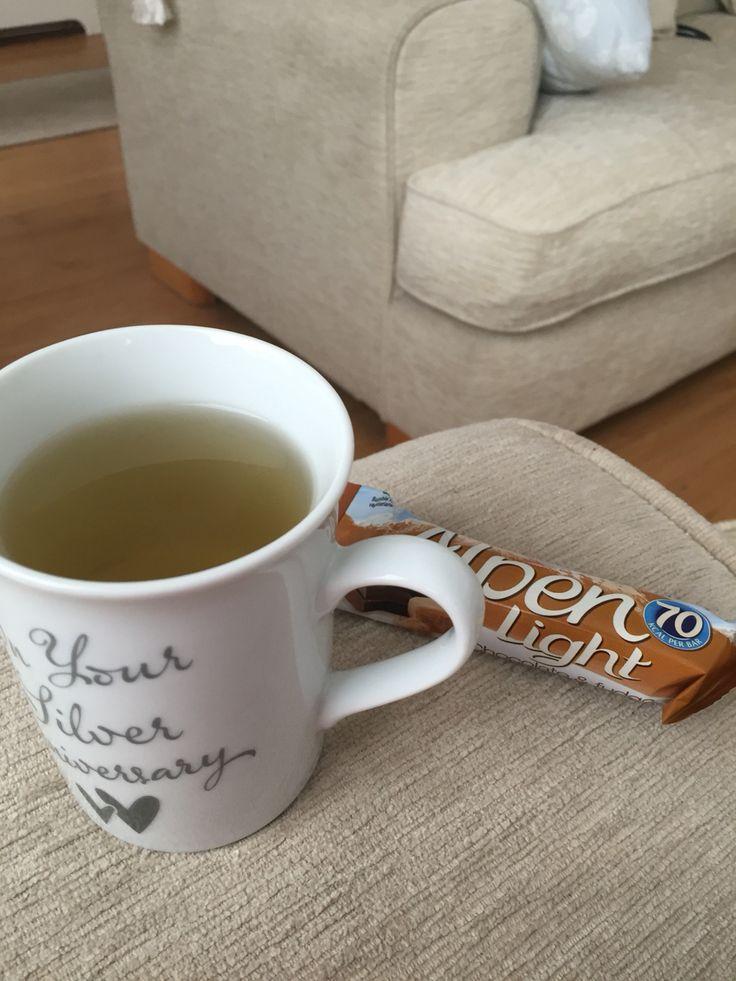 Day 1 breakfast - Green tea and 2 Alpen light bars xx