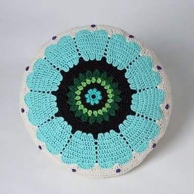 Crocheted flowerpillow in cotton. Turkos virkad blommkudde. Knappar på baksidan, så innerkudden är lätt att ta ut. Har gjort i några olika färger. Do you like this pillow? Help me sharing, thanks :) #pillow  #artist  #studiomagenta  #veronicafransson  #kuddar #kudde #inredning  #turkos #textil #