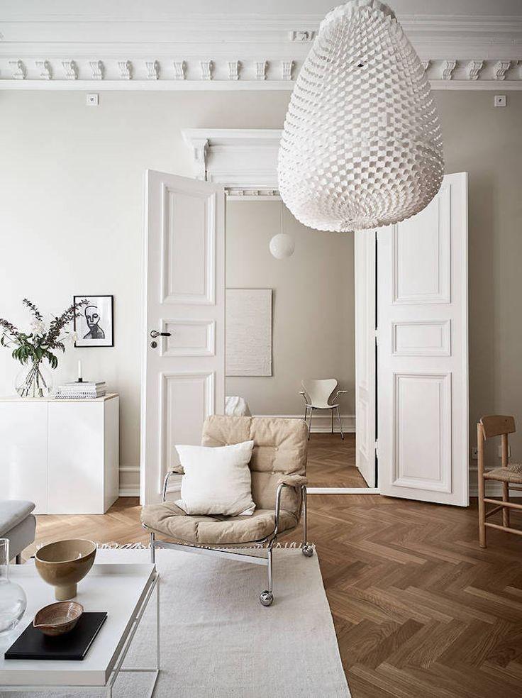 Mein skandinavisches Zuhause: Ein schwedischer kleiner Raum in Creme- und Karameltönen