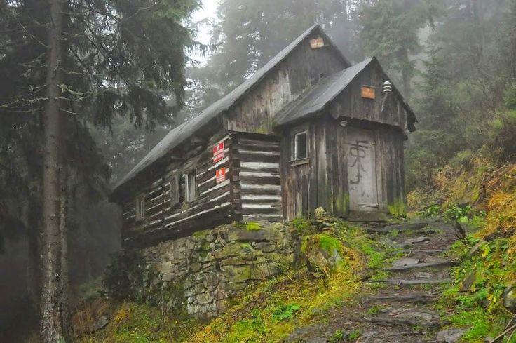 Chatka pod Śnieżnikiem, Kotlina Kłodzka, Polska.