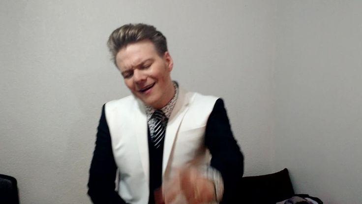 Michel Teló dança 'Ai Se Eu Te Pego' nos bastidores da Final do The Voice Brasil