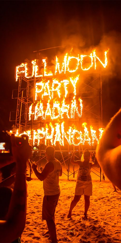 A must for any backpacker in Southeast Asia - Phangan beach Full moon party, Koh Phangan #Thailand