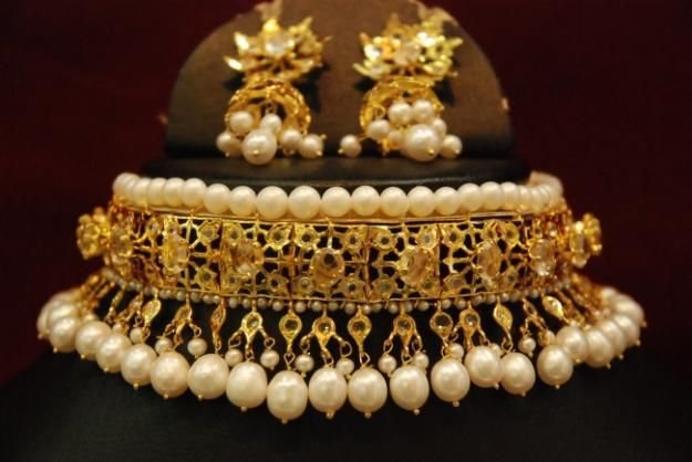 Jawaadi lacha! Traditional hyderabadi choker, I like pearls better than the more traditional emeralds than you see on these
