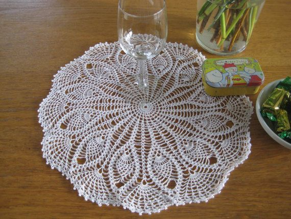 On Sale Disc 20 Doily Pineapple Cotton White by MinnieCreation, €19.82