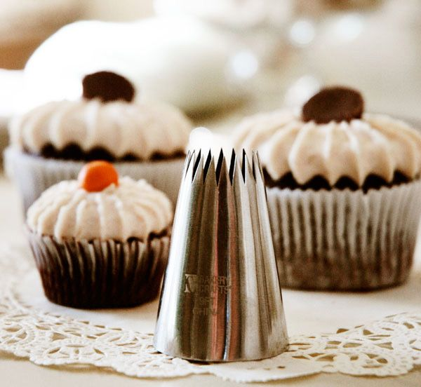 Giant French Pastry Tip - OMG want!!: French Pastries, Frostings Techniques, Fancy Cupcakes, Cupcakes Frostings, Paper Flowers, French Tips, Cupcake Frosting, Sugar Flowers, Blue Paperi