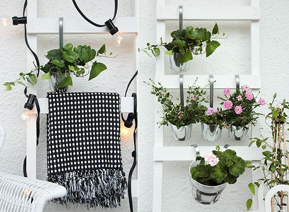 Använd fina stegar för att hänga blommor, belysning och filtar.