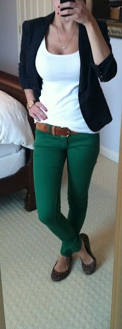 Cute business casual look: white tee, navy blazer, emerald green skinny jeans, animal print flats.