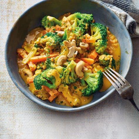 Caril de brócolis com lentilhas vermelhas   – Essen