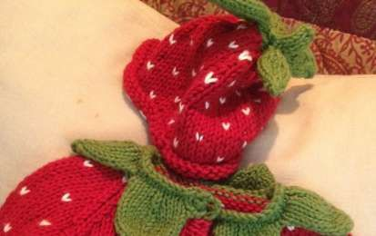 Abiti a maglia per bambini: gli schemi per realizzarli [FOTO] - Realizzare gli abiti a maglia per bambini può regalare molte soddisfazioni, vuoi mettere un maglioncino fatto a mano con quelli acquistati in negozio! Ecco per voi gli schemi per realizzarli.