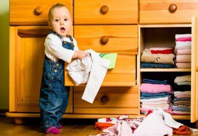 Dítě a úklid: 5 domácích prací, které zvládnou i ti nejmenší. p styletextalign: justifyMáte doma malé děti? Tak to si pak asi o domácnosti jako ze škatulky můžete nechat tak akorát zdát. Běžný úklid ale...