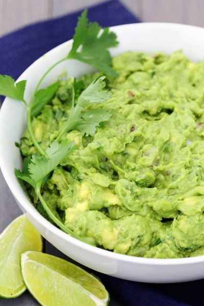 Perfect Guacamole -- my all-time favorite recipe for guac! | gimmesomeoven.com #gameday #superbowl