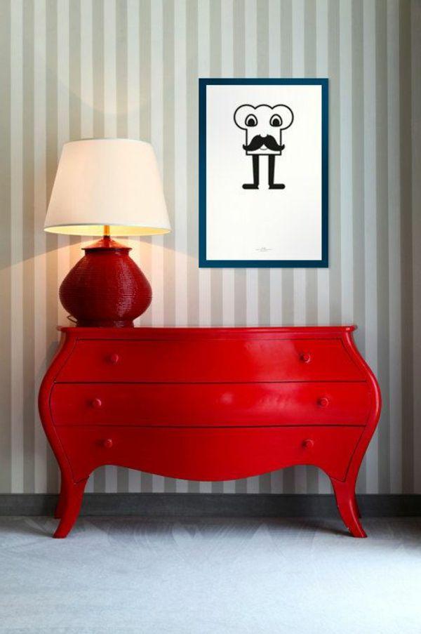 le commode rouge avec une lampe rouge