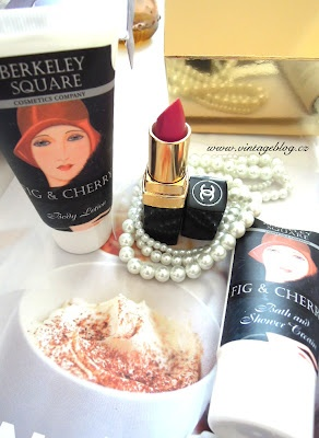 cosmetics Chanel, Berkeley Square, pearls   www.vintageblog.cz
