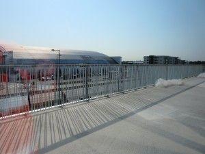 Vi er igang med montering av rekkverk mot Snarøyveien