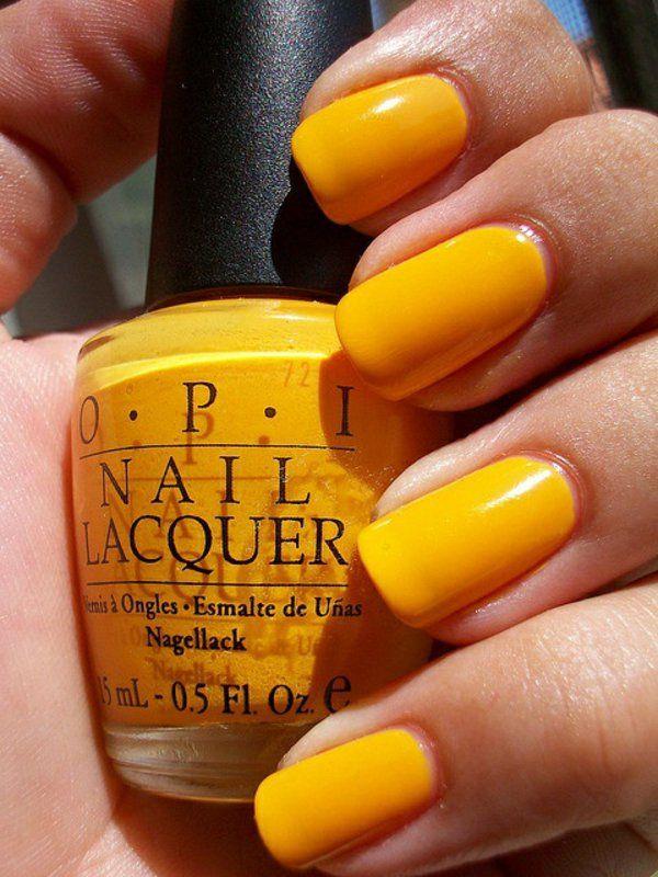 nail art und nagel design einfarbig in gelb