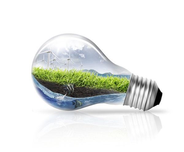 Pensez à utiliser les énergies renouvelables (poêle à bois, panneaux solaires,…) ? ©Thinkstock