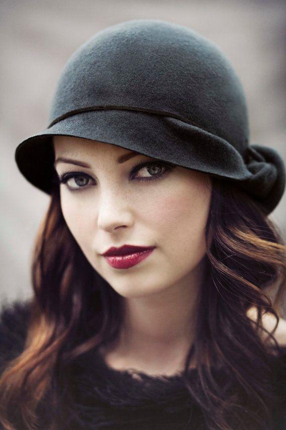 Le chapeau Cloche Twist Womens feutre chapeau par MaggieMowbrayHats