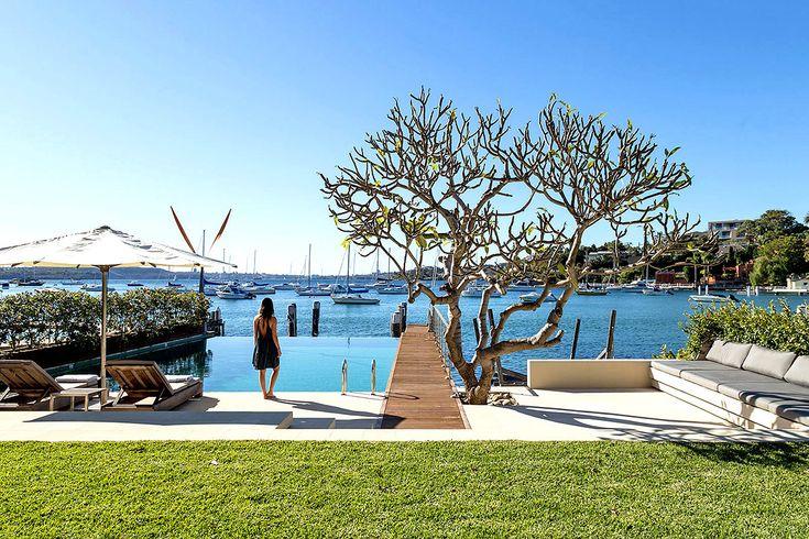 La piscina se sitúa un entorno apacible con sublimes vistas.
