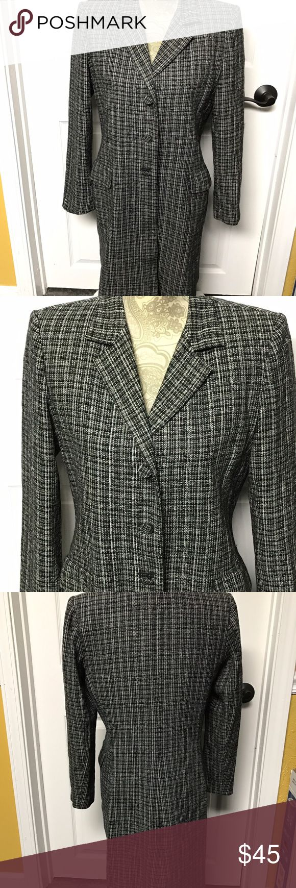 KAY UNGER VTG LONG BLAZER/JACKET BLACK/WHITE 8 VINTAGE KAY UNGER NEW YORK WOMEN'S LONG LIGHTWEIGHT BLAZER/JACKET BLACK/WHITE SIZE 8.  GREAT CONDITION! THE ONLY THING IS THE BOTTOM BUTTON IS A BIT LOOSE. THE LINING IS PURPLE. Kay Unger Jackets & Coats Blazers