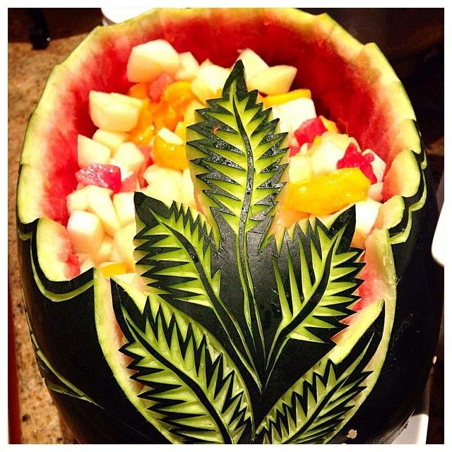 One can relate the arrival of #summers when #watermelons hit the market! #artistic #carving of the watermelon @avarilhr.