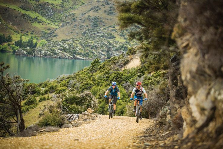 With rolling hills, tall peaks, rushing rivers, rich farmland, exquisite vineyards and some excellent country pubs, Central Otago has a lot to offer a visiting mountain biker.