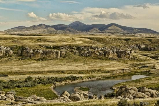 Alberta, Canada: Sweet Grass Hills and the Hoodoos of the Milk River Valley @ Writing-on-Stone Provincial Park