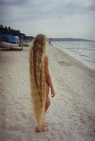Very long hair down to her feet