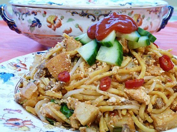 Mee Goreng Mamak (Indian Fried Noodles) -