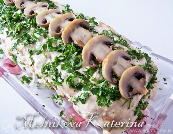 Грибной бисквитный торт  Оригинальное блюдо из грибных бисквитов, пропитанных сырным кремом. Закуска получается мягкой и очень вкусной. Охладите торт в течение 1 — 2 часов и подавайте к столу. #готовимдома #едимдома #кулинария #домашняяеда #бисквит #грибы #торт #закуска #шампиньоны #аппетитно #вкусноеблюдо #праздничноеменю #оригинальныйрецепт