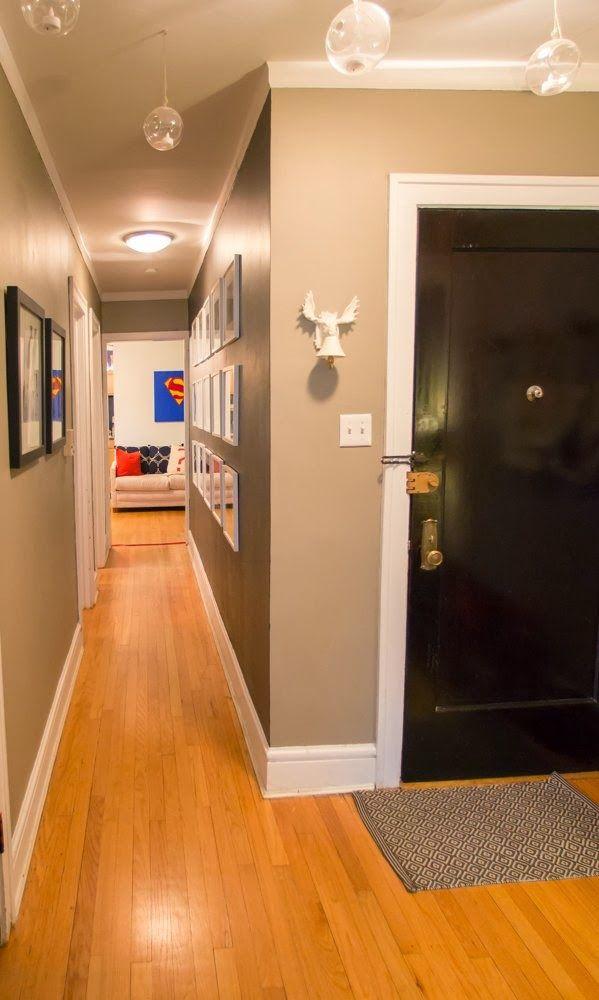 Pasillo decorado con fotos un apartamento muy cool for Pasillos decorados con vinilos