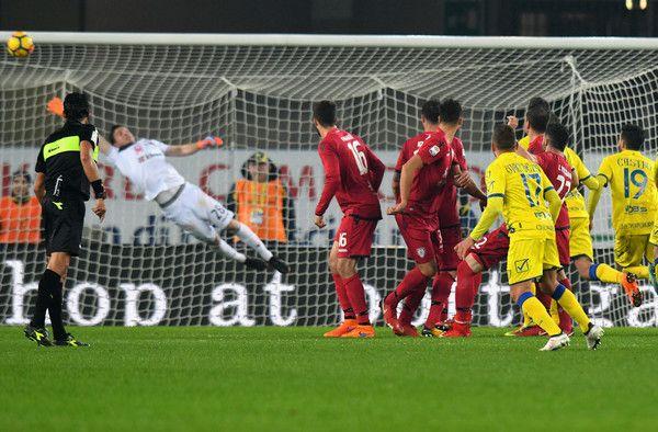 Emanuele Giaccherini AC Chievo Verona scores the opening goal during the serie A match between AC Chievo Verona and Cagliari Calcio at Stadio Marc'Antonio Bentegodi on February 17, 2018 in Verona, Italy.