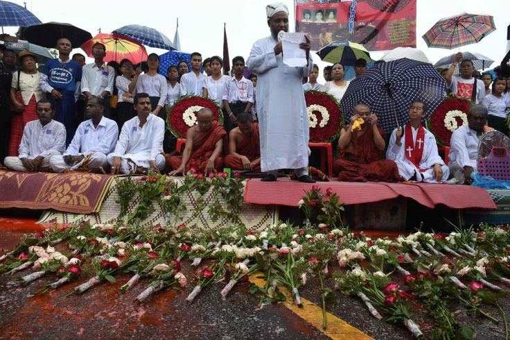 28 years of struggle for democracy marked in Myanmar. For the first time since the historic elections in November 2015 marking the Myanmar day when the struggle for democracy began. For the interfaith ceremony raised a Muslim priest a prayer for those in attendance. (Photo: Romeo Gacad © AFP or licensors)