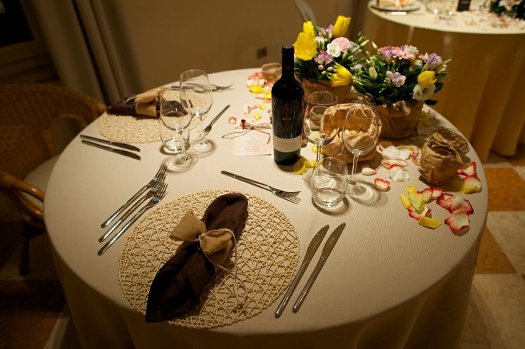 proposta di mise en place per matrimoni durante una serata di San Valentino - stile rustico