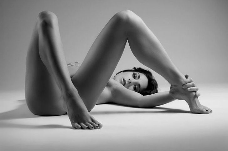 Photography - Black and White - Boudoir - Pose - Posing Idea