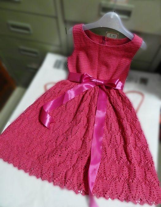 Вязаное крючком платье для маленькой девочки. Праздничное платье для девочки.