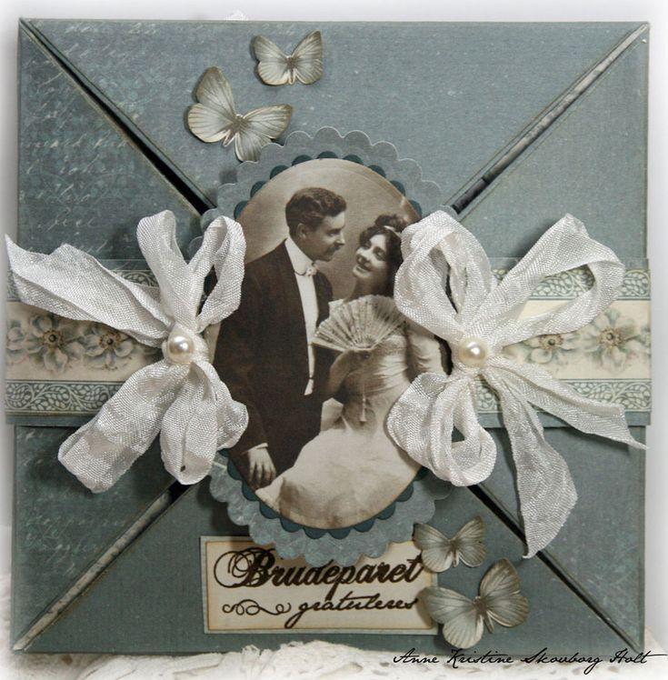 Et bryllupskort med de vakre papirene i serien Minnenas Ateljè. Motivet er fra de nye klippearkene - RomansHa en flott dag.Klem Anne Kristine
