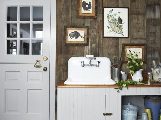 A 1700s Farmhouse Gets A Country Style Revival