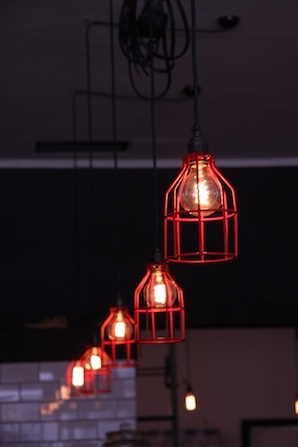Loco Cafe: Cage bulb