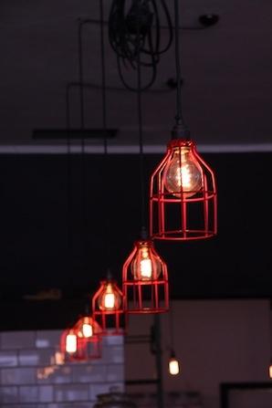 Loco Cafe: Cage bulb