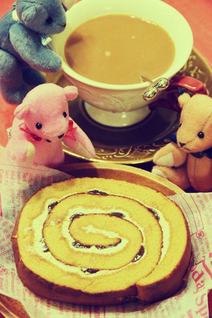 おはようございます☕️ ⌘コーヒーのふわふわロール ハワイコナコーヒー ⌘山崎製パン コナコーヒー?ハワイで生産されてる品種。を使ったこだわりのロール。南国の雰囲気?はわからないけど(笑)美味しい( ^ω^ )  #コーヒー #クマ #カフェ #スイーツ #お菓子 #ハワイ#コナコーヒー#山崎製パン#ローソン