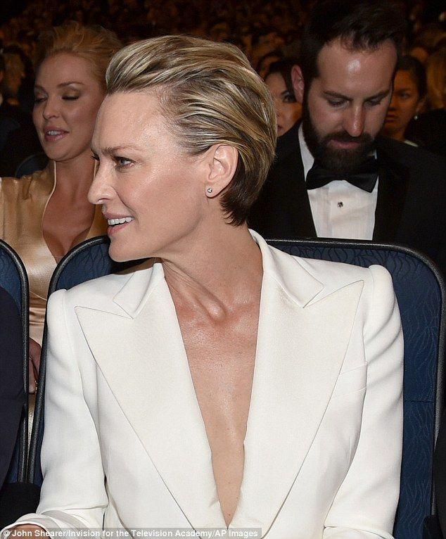 Looking good losing: The House of Cards diva lost for best actress in a drama series to Th...