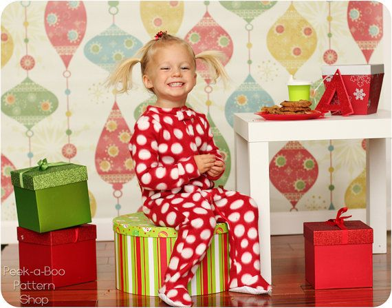 Peek a boo : Classic Footed Pajamas -----> 3M/8Y