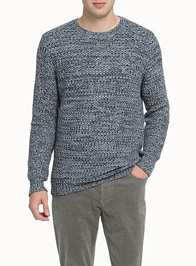 Pull tricot cotte de maille et jeans velours côtelé fines côtes
