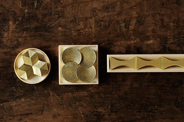 Hashi-oki brass chopstick rests designed by Masanori Oji for metalware manufacture Futagami #product_design #tableware #metal