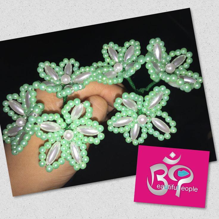 #tembleque de tres flores (jazmines) decorado con perlas blancas y verde aqua #delicado #natural #bienarmados, para consultas y pedidos vía whatsapp 6384-5468 y 6499-7455 #bppanama #panama #tradiciones #tradicionespanameñas #lindaspolleraspanamá #aprendiendodelosmejores #instamood #instadaily #panamacity #panama507 #artesanal #artesanas #crafts #craftwoman #sew #sewing #sewingproject